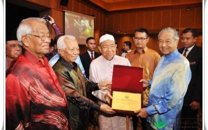 Anugerah PERKIM Kepada Tokoh dan Kakitangan