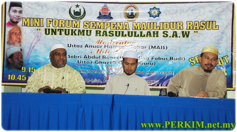 Mini Forum Sempena Maulidur Rasul yang bertajuk Untukmu Rasulullah S.A.W, dari kiri Ustaz Sobri Abdul Rani, Ustaz Anuar Hamzah Tohar dan Ustaz Ghazali Omar yang berlangsung pada sebelah malam.